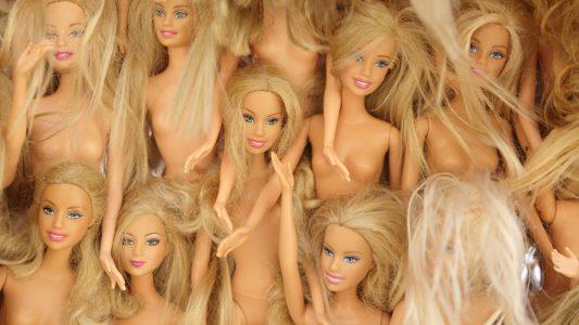 Preferisce le bambole troppo magre? Brutto segno