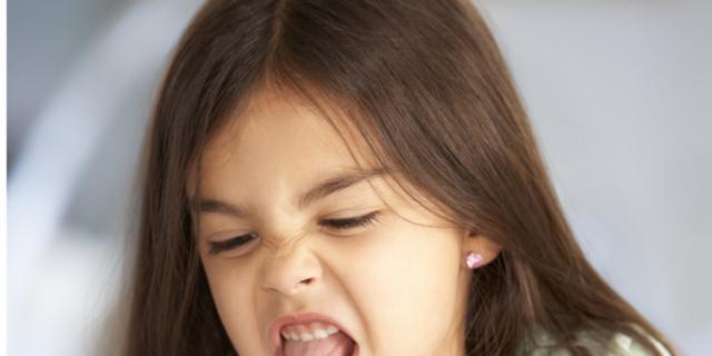"""Bimbi schizzinosi e """"difficili"""" a tavola? Colpa dei genitori"""