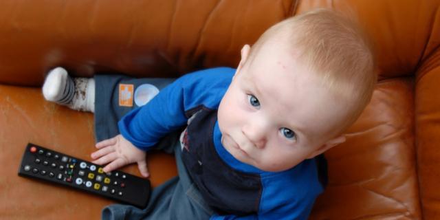 Tv accesa nuoce allo sviluppo del linguaggio
