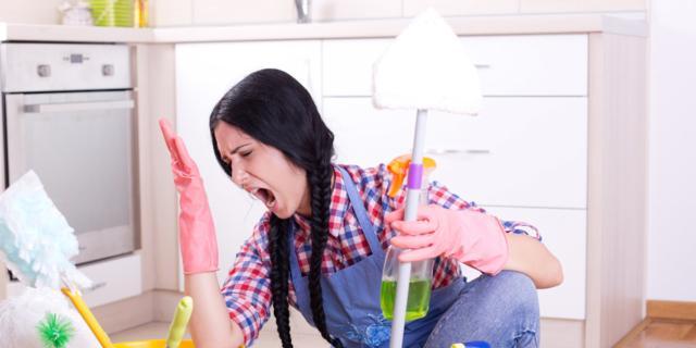 Pulire casa: la parità è ancora lontana