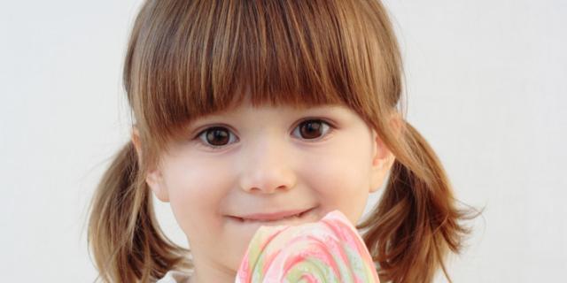 Zucchero ai bambini: niente fino ai due anni