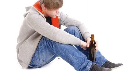 Adolescenti: uno su due fa uso di alcolici