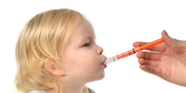 Farmaci ai bambini: troppi genitori sbagliano