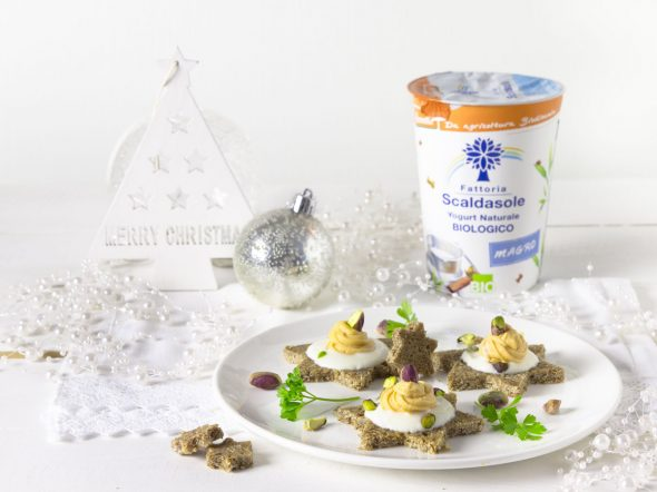 Stelle con mousse di salmone e yogurt bianco