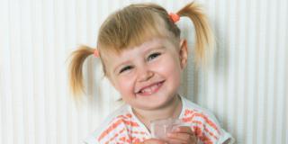 Latte vaccino con cautela fino ai due anni