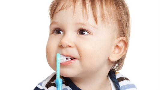 Boom di carie nei bambini: attenzione a dieta e igiene