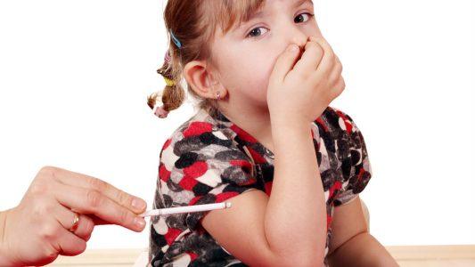Fumo in casa: rischio asma per 1 bimbo su 5
