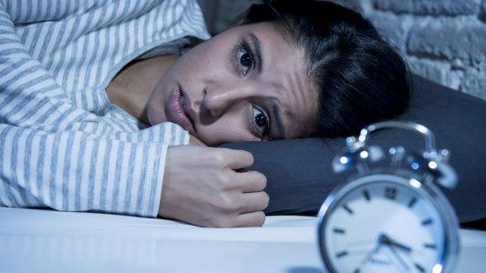 Dormire poco fa male anche all'intestino