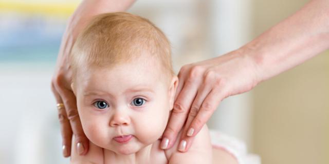 Massaggio del neonato: olio sì o no?