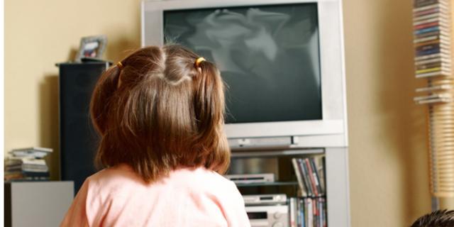 4 ore al giorno davanti alla Tv: troppe!