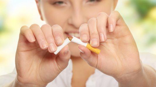 Fumo passivo da piccole? Più rischio aborto