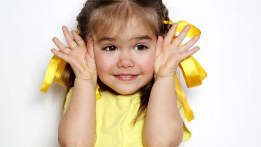 Creatività dei bambini: gesticolare la stimola