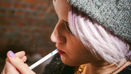 Fumatori in crescita, soprattutto tra le ragazze