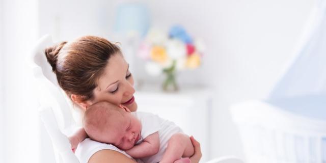 """Neonato: i batteri """"buoni"""" sono trasmessi dalla mamma?"""