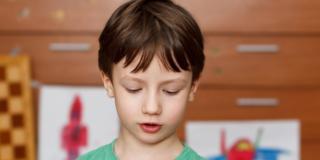 Bambini iperconnessi: primo smartphone a dieci anni