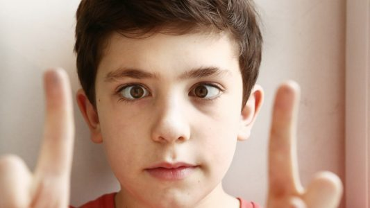 Strabismo causa mal di testa e dolori muscolari
