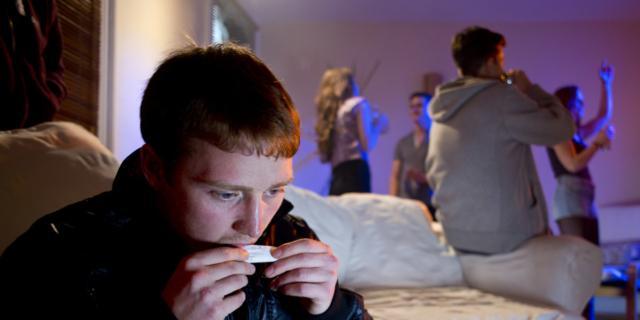 Droga: scopri così se tuo figlio ne fa uso