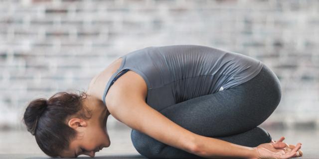 Lombalgia: via il dolore con lo yoga