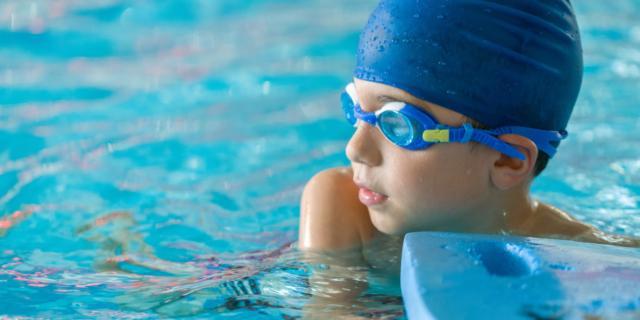 Lezioni di nuoto salva-vita per i bambini autistici