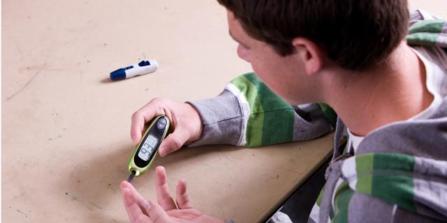 Diabete: la metà dei ragazzi colpiti non rispetta la terapia