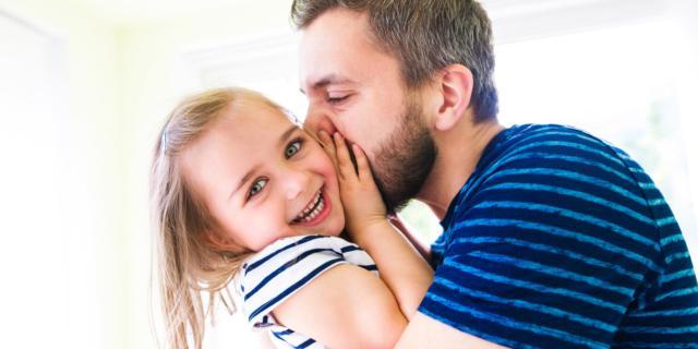 Cuore di papà: più attenti se il figlio è femmina