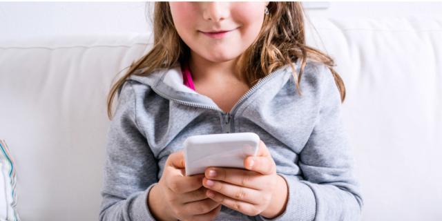 Pollice da smartphone: in aumento i bambini colpiti
