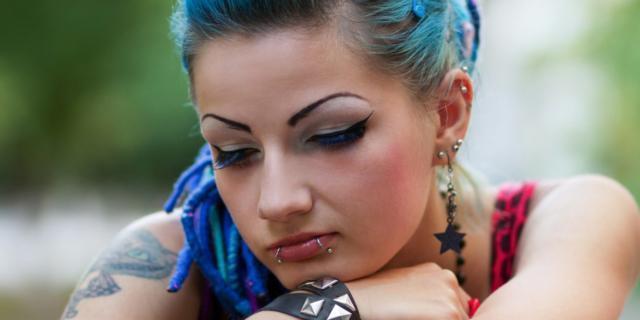 Piercing e tatuaggi: non correre rischi