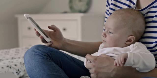 Smartphone e tablet: mamma e papà, non esagerate!