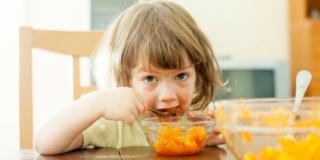 Dieta vegana: sconsigliata sotto i 5 anni