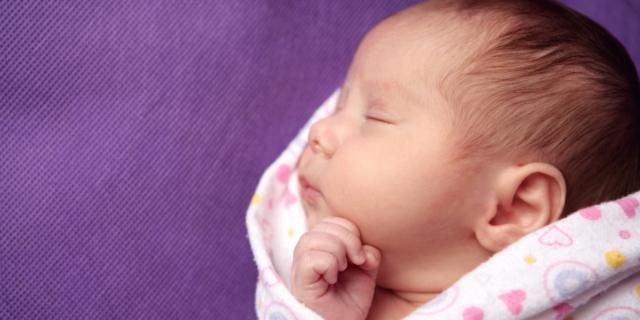 Neonati: nella cameretta già a 4 mesi