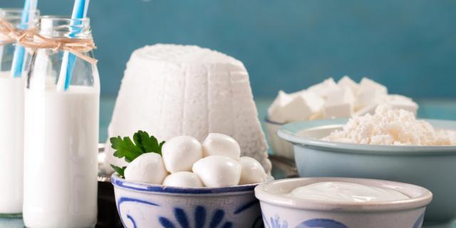 Tumore del colon retto: mangiare i latticini riduce il rischio