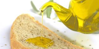 Pane e olio extravergine d'oliva, la merenda ideale a ogni età