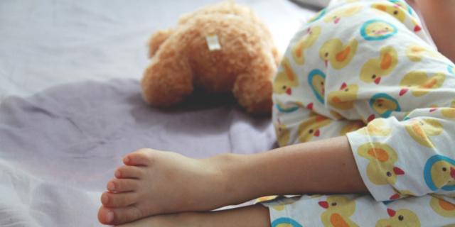 Pipì a letto per un bambino su 5: cause e rimedi