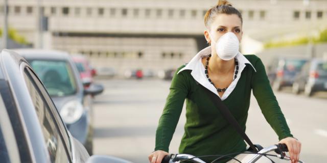 Osteoporosi: lo smog fa male anche alle ossa