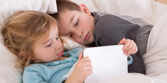 Smartphone e tablet: no prima di andare a dormire