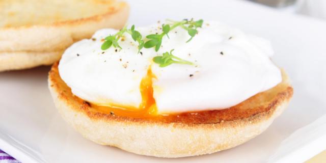 Uovo in camicia su fetta di pane