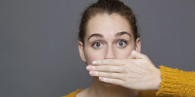 Alitosi: i rimedi per una bocca a prova di bacio