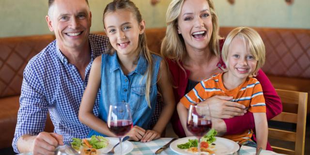Tv spenta: si mangia meglio