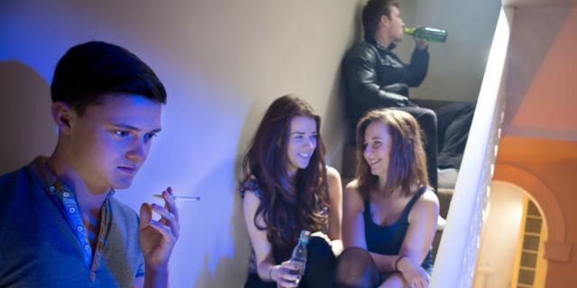 """Dipendenze: troppi i giovani """"schiavi"""" di alcol, fumo e gioco"""