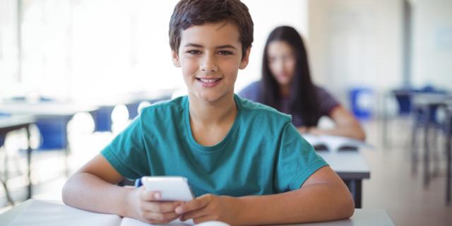 Via libera allo smartphone anche a scuola