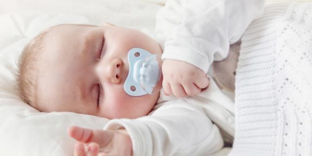 Testa piatta nei neonati: arriva un cuscino speciale