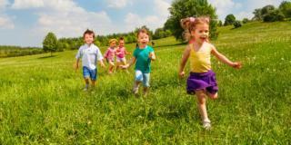 Giocare nel verde favorisce lo sviluppo dei bambini
