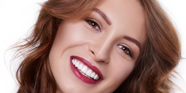Denti bianchi: una moda pericolosa