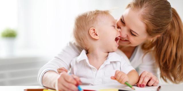 Parlare ai bambini sviluppa il loro cervello