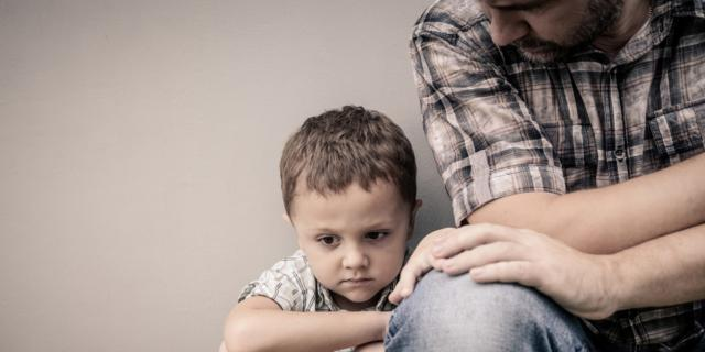 Papà stressato, figlio depresso?