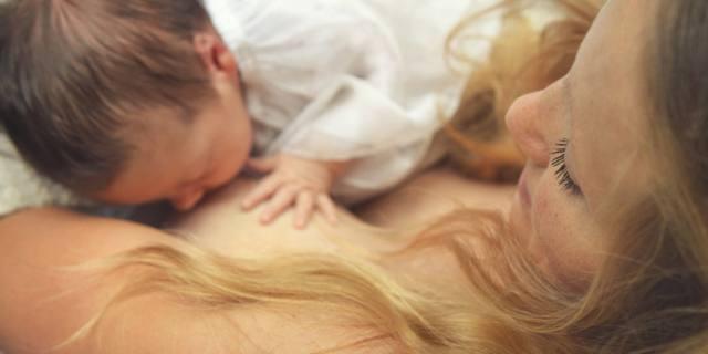 Festa della mamma: il primo regalo è l'allattamento