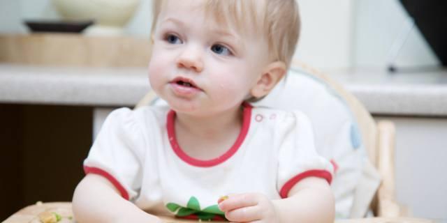 Svezzamento del bebè: a richiesta o a fasi?