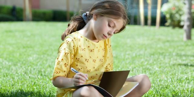 Compiti a casa: aiutare i figli fa più male che bene… anche in vacanza