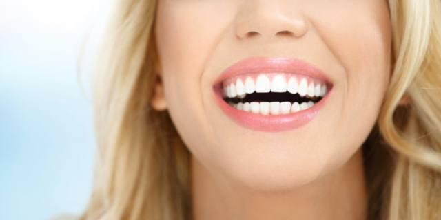 Denti bianchi ma senza rischi