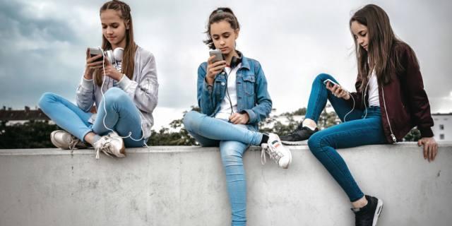 Drogati di smartphone: le notifiche creano dipendenza